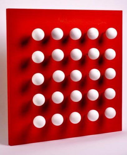 Boules Tactiles Sur Font Rouge by Antonio Asis at