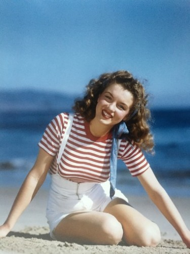 Becoming Marilyn (1945) by Andre De Dienes