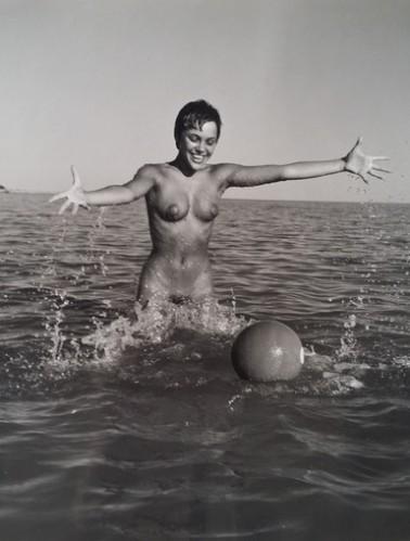 Nu Avec Ballon by Andre De Dienes