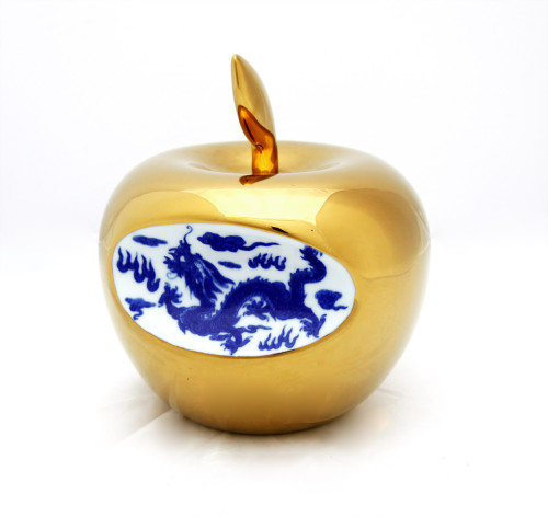 Small Apple – Gold by Li Lihong at www.kunzt.gallery