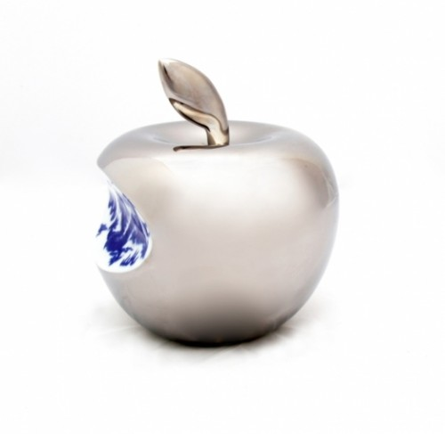 Small Apple – Silver by Li Lihong at www.kunzt.gallery