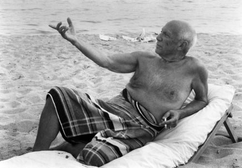 Picasso En La Playa by Lucien Clergue
