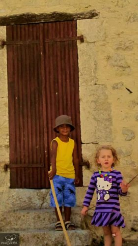 Juegos De Niños by Margarita Bohórquez