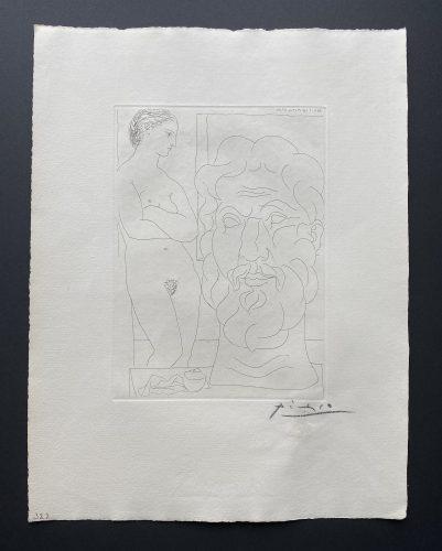 Marie-Therese regardant un autoportrait du sculpteur by Pablo Picasso