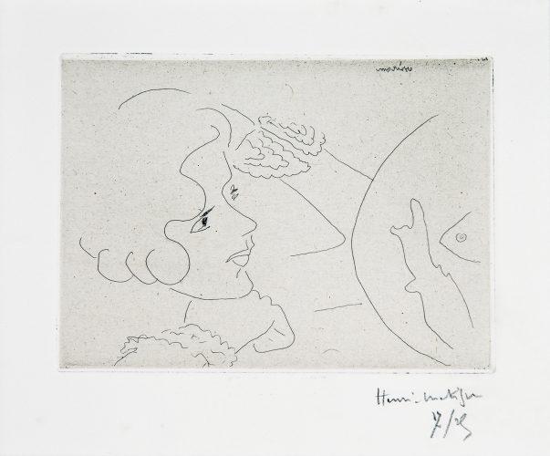 Jeune Femme aux yeux noirs fixant un aquarium by Henri Matisse